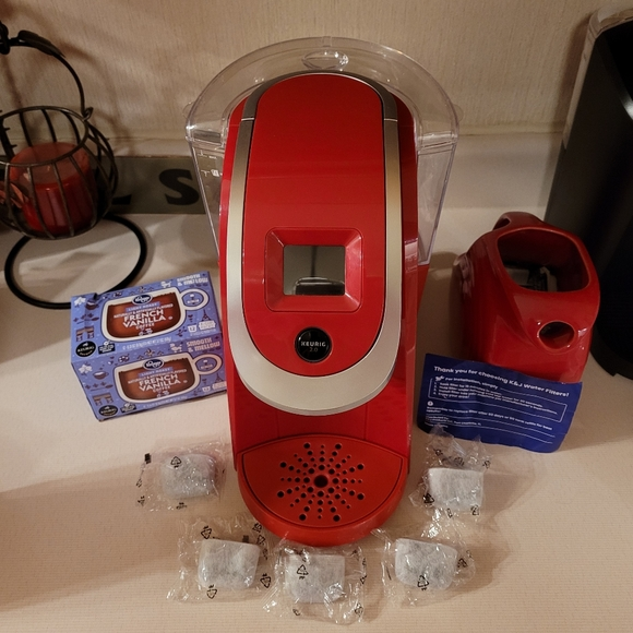 Keurig 2.0 Red w/ replacement filters & kcups